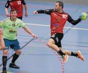 Der HSC Kreuzlingen (rot-schwarz) gibt in der Egelseehalle gegen Fides St. Gallen den Sieg aus der Hand und gewinnt nur einen Punkt. (Bild: Mario Gaccioli)