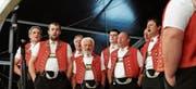Das Rotbach-Chörli stimmte in die Gratulationen mit ein und gab verschiedene Zäuerli und Lieder zum Besten. (Bilder: Alessia Pagani)