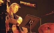 Am Masters-Konzert 2002 im Eisenwerk: George Mraz am Bass. (Bild: Nana do Carmo (4. Oktober 2002))