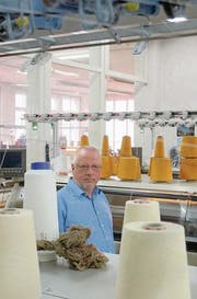 Rolf Traxler hat vor zehn Jahren seinen Maschinenpark erneuert. (Bild: ken)
