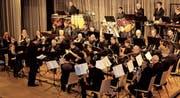 Die Musikgesellschaft Neukirch-Egnach umrahmt die Neujahrsbegrüssung in der Rietzelghalle. (Bilder: Trudi Krieg)