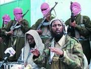 Siegesgewisser Sheikh Masoor, Chef der Al-Sahbaab-Miliz an einer Pressekonferenz vor Mogadiscio.