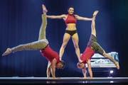 Andi Koller, Sara Forster und Roman Steuble harmonieren als starkes Trio auf der Bühne im Dreispitz-Saal. (Bild: Reto Martin)