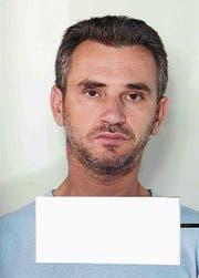 Die Polizei hofft mit diesem Foto auf Hinweise aus der Öffentlichkeit zum Serieneinbrecher, um ihn dingfest zu machen. (Bild: Kapo)