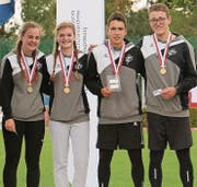 Mara Keller, Jana Nüesch, Fabio Bühler und Sven Scheu (von links) siegten im Schweizer Final LMM in Riehen (Bild: . Bild: pd)