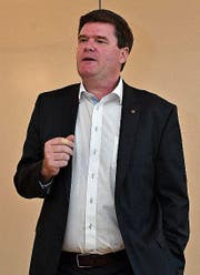 Nationalrat Hansjörg Brunner referiert vor den FDP-Ortsparteimitgliedern im ABA. (Bild: Manuel Nagel)
