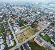 Auf dem brachliegenden Areal des ehemaligen Fabrikgebäudes der Firma Gautschi sollen sechs Mehrfamilienhäuser entstehen. (Bild: Olaf Kühne)