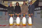 Eröffnen das Eisfeld in der «Gass»: Arthur Gassner, Katrin Frick (Vize-Stadtpräsidentin), Remo Sturzenegger und Harry Müntener. (Bild: Katharina Rutz)