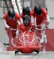 Bob Schweiz 1 von Pilot Clemens Bracher am zweiten Wettkampftag in Pyeongchang mit Bremser Fabio Badraun (hinten Mitte). (Bild: key)