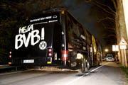 Der beim Anschlag beschädigte Teambus von Borussia Dortmund. (Bild: FRIEDEMANN VOGEL (EPA))