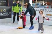 Spass auf dem Eis für Jung und Alt. (Bild: Katharina Rutz)
