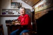 Die 78-jährige Susi Uebersax ist Mitbegründerin der «Wildhauser Talente» und «Frau der ersten Stunde» der Fundgrube in Wildhaus. (Bild: Mareycke Frehner)