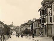 Die Obere Bahnhofstrasse im Jahr 1900. (Bild: Wilnet)