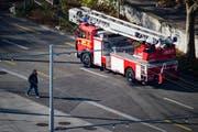 Die Feuerwehr rückt beim Feuerwehrdepot in St.Gallen für einen Einsatz aus: Der Kanton soll teure Feuerwehrgeräte beschaffen. (Bild: Benjamin Manser/Archiv)