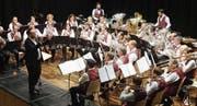 Die Musikgesellschaft Hugelshofen beim Spiel. (Bild: Erwin Schönenberger)
