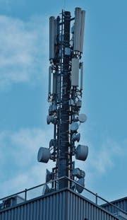 Mobilfunkantennen brauchen zwar fast alle, am liebsten hat man sie aber nicht in seiner Nähe. (Bild: Heini Schwendener)