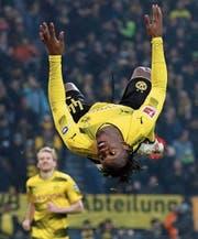 Dortmunds Stürmer Michy Batshuayi freut sich nach dem Torerfolg gegen Hamburg. (Bild: Friedemann Vogel/EPA (Dortmund, 10. Februar 2018))