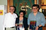 Von links: Ernst Zellweger, Daniela Dalle Case, Marco Dalle Case (beide neue Ehrenmitglieder. (Bild: PD)