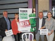 Viktor Gschwend, Diana Gutjahr, Egon Scherrer und Corina Huber stehen im Einsatz gegen die Initiative «Grüne Wirtschaft». (Bild: Kurt Peter)