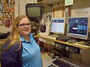 Radio-S-Präsidentin Nina Gräub im alten Studio im Stockwerk P des Kantonsspitals. (Bild: Christian Ruh)
