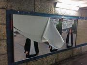 Auch das Plakat von Monika Gähwiler-Brändle in der Bahnhofunterführung musste dran glauben. (Bild: pd)