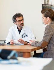 Die Ärzte befürchten, dass das Patientengespräch zu kurz kommt. (Bild: Christian Beutler/Keystone)