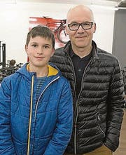 Jonathan Schneider begleitet seinen Vater Marc. (Bild: ANDREAS TAVERNER CH-8555-MUELLHE)