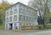 Zu verkaufen – das Schulhaus Bunt mit ehemaligem Kindergarten. (Bild: Hansruedi Kugler)
