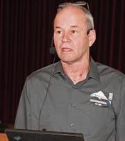 Trübe Aussichten für Fluss und Kasse: Markus Brunner, Präsident des Fischereivereins Thur, setzte bei den Mitgliedern eine Senkung des Mitgliederbeitrages durch. (Bild: Christof Lampart)