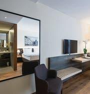 In jedem der 83 Zimmer gibt es ein Doppelbett und einen Fernseher. (Bild: Ralph Ribi (Ralph Ribi))