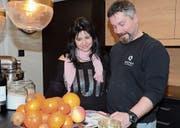 Rebecca und Daniel Nöthlich in der neugestalteten Küche. (Bild: Hanspeter Thurnherr)
