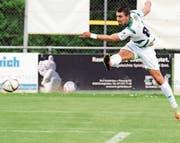Der Kreuzlinger Andi Qerfozi zeigt im Spiel gegen den FC Wil vollen Einsatz: Fünf Treffer gehen auf sein Konto. (Bild: Mario Gaccioli)