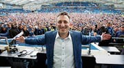 Der Präsident lässt sich feiern: Tony Bloom hat viel Geld in den Verein investiert. (Bild: imago (Brighton, 17. April 2017))