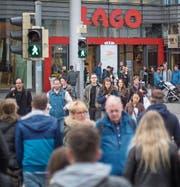Konstanz mit dem Lago zieht die meisten Schweizer Einkaufstouristen an. (Bild: Benjamin Manser)