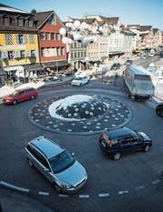 Gossauer Zentrum: Dörflicher Charakter, städtisches Verkehrsproblem. (Bild: Benjamin Manser (13. Februar 2015))