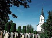 Die katholische Kirche in Bettwiesen mit Friedhof. (Bild: Nana do Carmo)