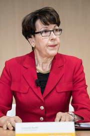 Susanne Ruoff bleibt Konzernleiterin der Post, muss aber auf vorerst auf ihre Boni für 2017 verzichten. (Bild: PETER SCHNEIDER (KEYSTONE))