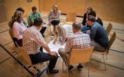 In Gruppen diskutierten die Lehrerinnen und Lehrer die aufgeworfenen Themen. (Bild: Benjamin Manser)