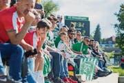 Auf der voll besetzten Tribüne verfolgen die Zuschauer die Partie der Clubs aus Kreuzlingen und St. Gallen. (Bild: Andrea Stalder)