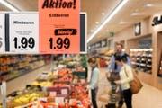 Erdbeeren aus Spanien haben wieder die Regale in Schweizer Supermärkten erobert. (Bild: CHRISTIAN BEUTLER (KEYSTONE))