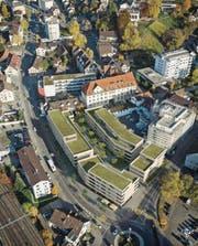 So könnte ein Luftbild im Frühling 2019 aussehen: eine Visualisierung der zukünftigen Stadthof-Überbauung an der Ecke Zeughaus-/Bahnhofstrasse. (Bild: PD/Laubgasse Immobilien AG)
