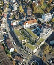 Die Visualisierung zeigt, wie die Stadthof-Überbauung vis-à-vis dem Oberen Mätteli 2019 aussehen könnte. (Bild: PD)