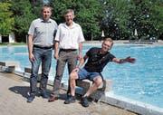 Vizepräsident der Badegenossenschaft Daniel Kühne, Präsident Ernst Bosshard und Bademeister René Nägele. (Bild: Sandra Grünenfelder)