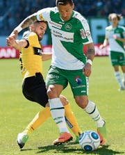 Sejad Salihovic ist lange treibende Kraft, erhält dann aber einen Schlag auf den Oberschenkel. (Bild: Ralph Ribi)
