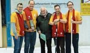 Das Siegerteam «Willemstad Curaçao» mit (von links) Thomas Bigger, Michael Strickler, Simon Anderhalden und Stefan Strickler. In der Mitte Turnierleiter Stefan Litscher. (Bild: PD)