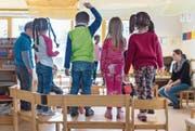 Kindergärtner müssen nicht einfach «nur spielen». Sie machen dasselbe wie Primarlehrer – doch mit anderen Mitteln. (Bild: Benjamin Manser)