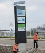 Der erste Solar-Pylon steht auf dem Gelände der Otto Keller AG. (Bild: pd)