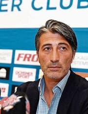 Murat Yakins erster Medienauftritt als GC-Trainer. (Bild: KEY)