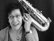 Jazzige Improvisationen: Die Saxophonistin Charlotte Weniger verwandelt Texte in Musik. (Bild: pd)