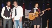 Ein eindrückliches und doch intensives Konzert der ruhigen Art bot die Liederschreiberin Mayvie mit ihren Musikern Raimund Tscholl und David Jutzi. (Bild: Pius Bamert)